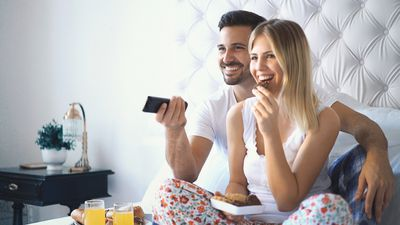 should married couples have a tv in the bedroom