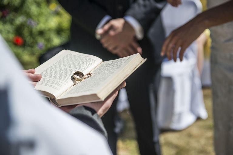 Biblia en una boda