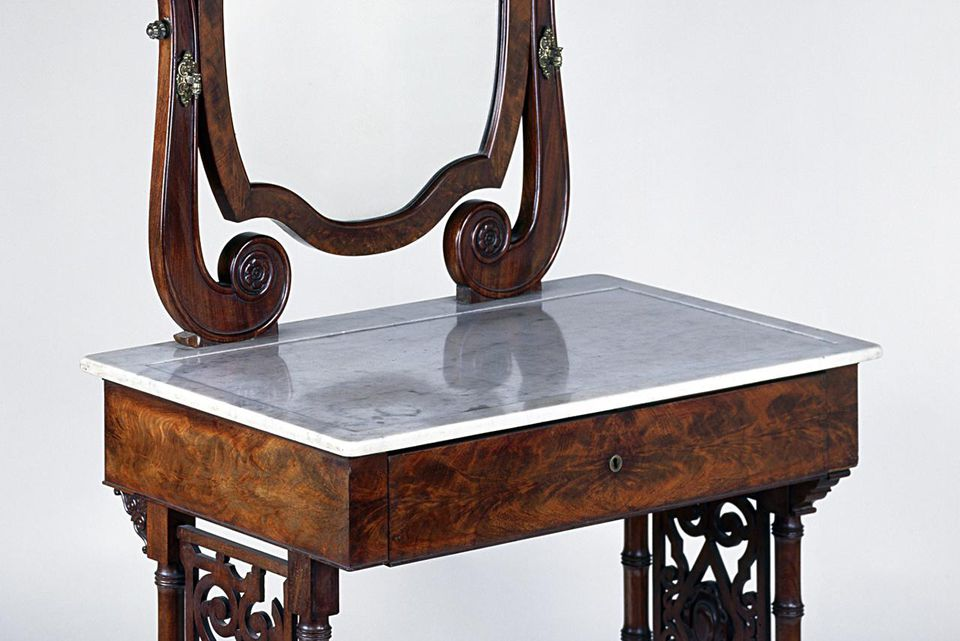 Louis Philippe style mahogany dressing table with mahogany veneer finish and Carrara marble top with swivel mirror, 1825-1850. France, 19th century.