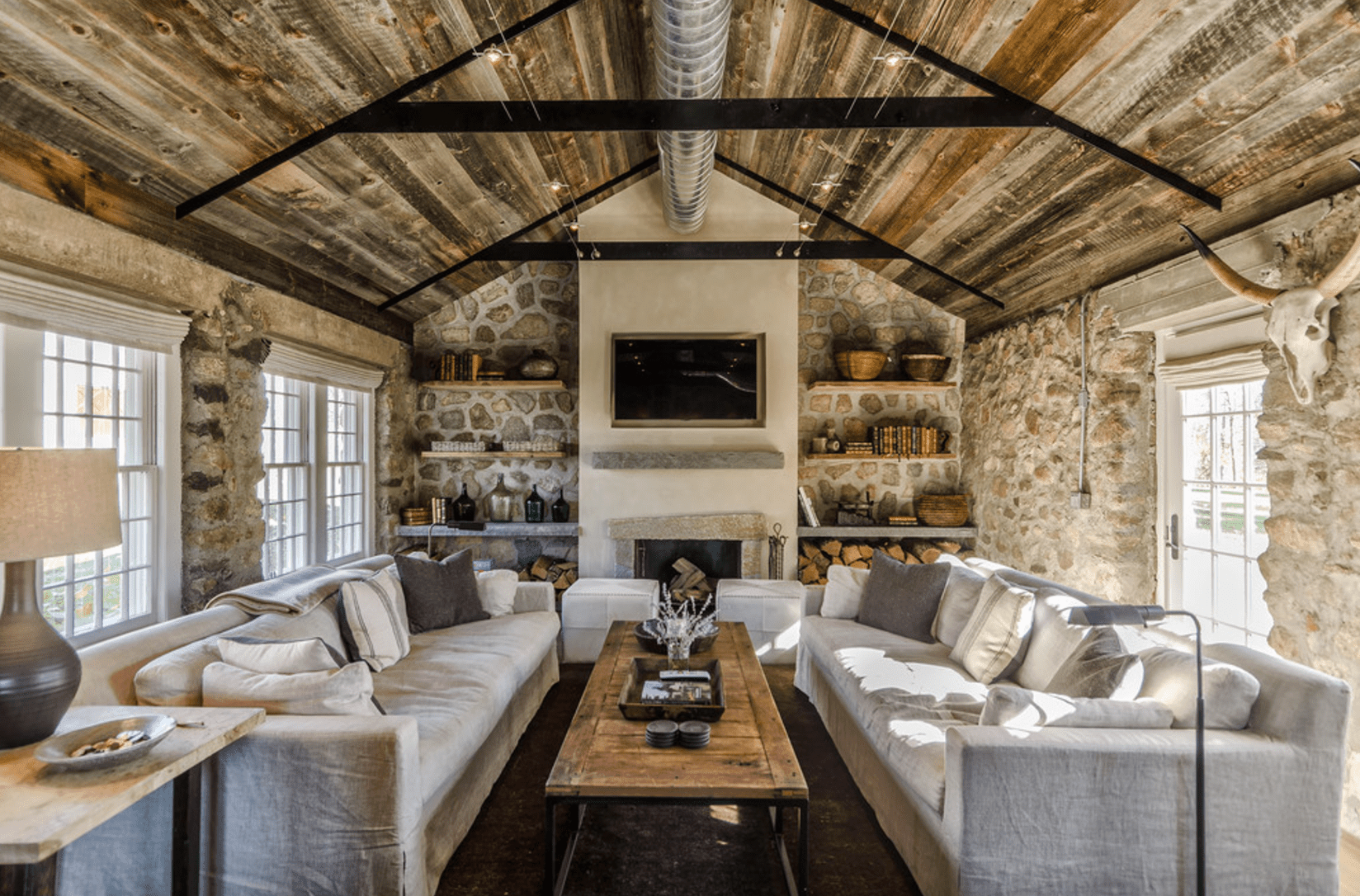 Farmhouse living rooms with beams modern home design ideas for Modern house sushi 9 deler sett