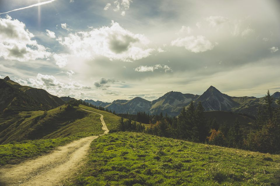 Austria, Tyrol, Tannheimer Tal, hiking trail in mountainscape