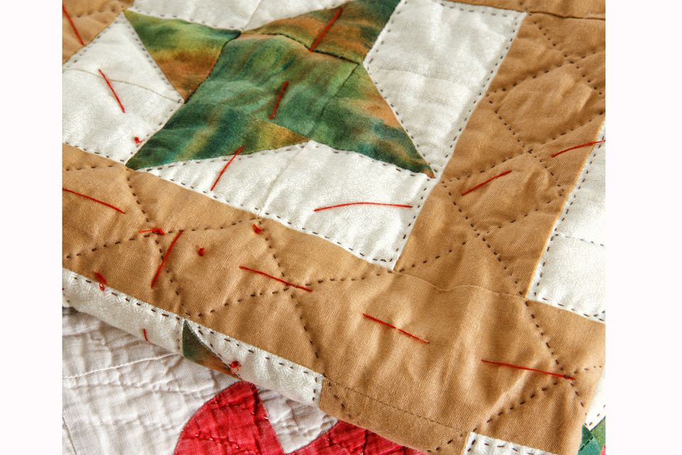Learn How to Make a Quilt Sandwich : putting a quilt sandwich together - Adamdwight.com
