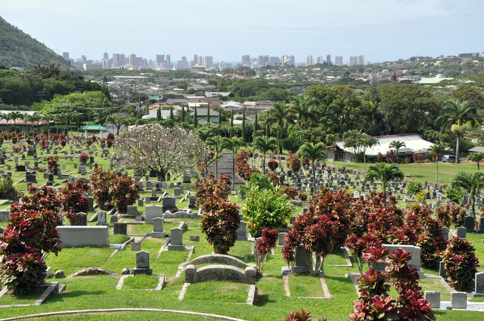 Manoa Valley and Manoa Chinese Cemetery