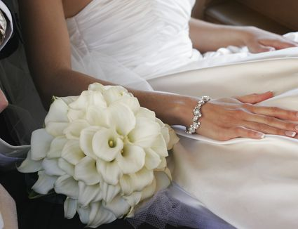 White bridal bouquets classic and elegant glamelia bridal bouquet mightylinksfo Image collections