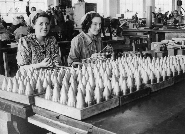 women working in factory during wwii