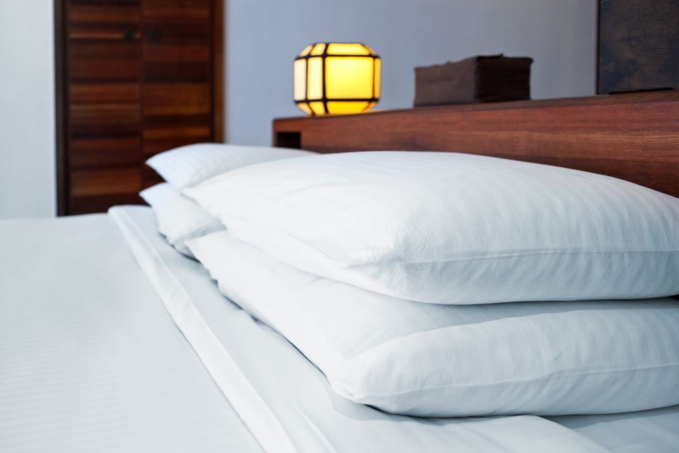 polyester bed pillows