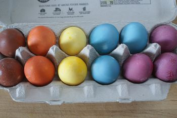 make your own natural dyes for easter eggs