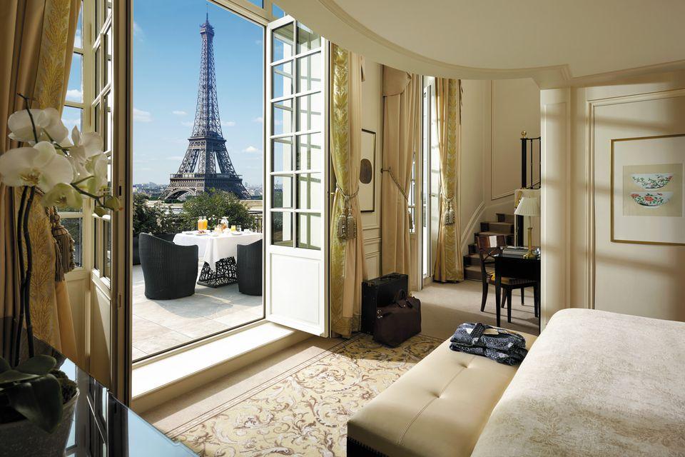 Shangri La Hotel  Paris. What Defines a Luxury Hotel