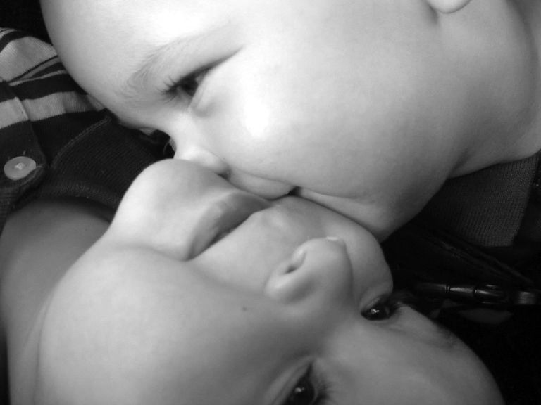Twins kissing, a positive benefit of a multiple pregnancy