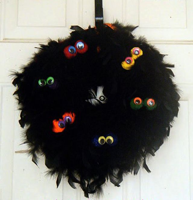 DIY Creepy Monster Eyes Halloween Wreath