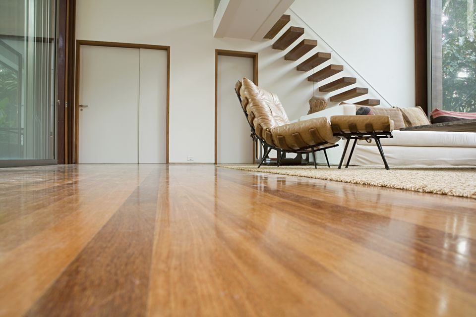 Solid hardwood flooring vs. engineered wood flooring