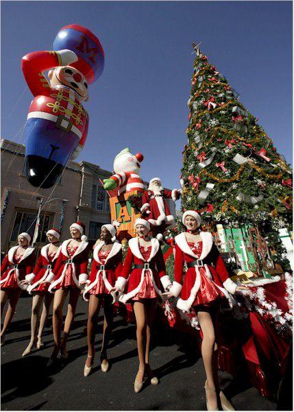 Universal Orlando Macy's Holiday Parade