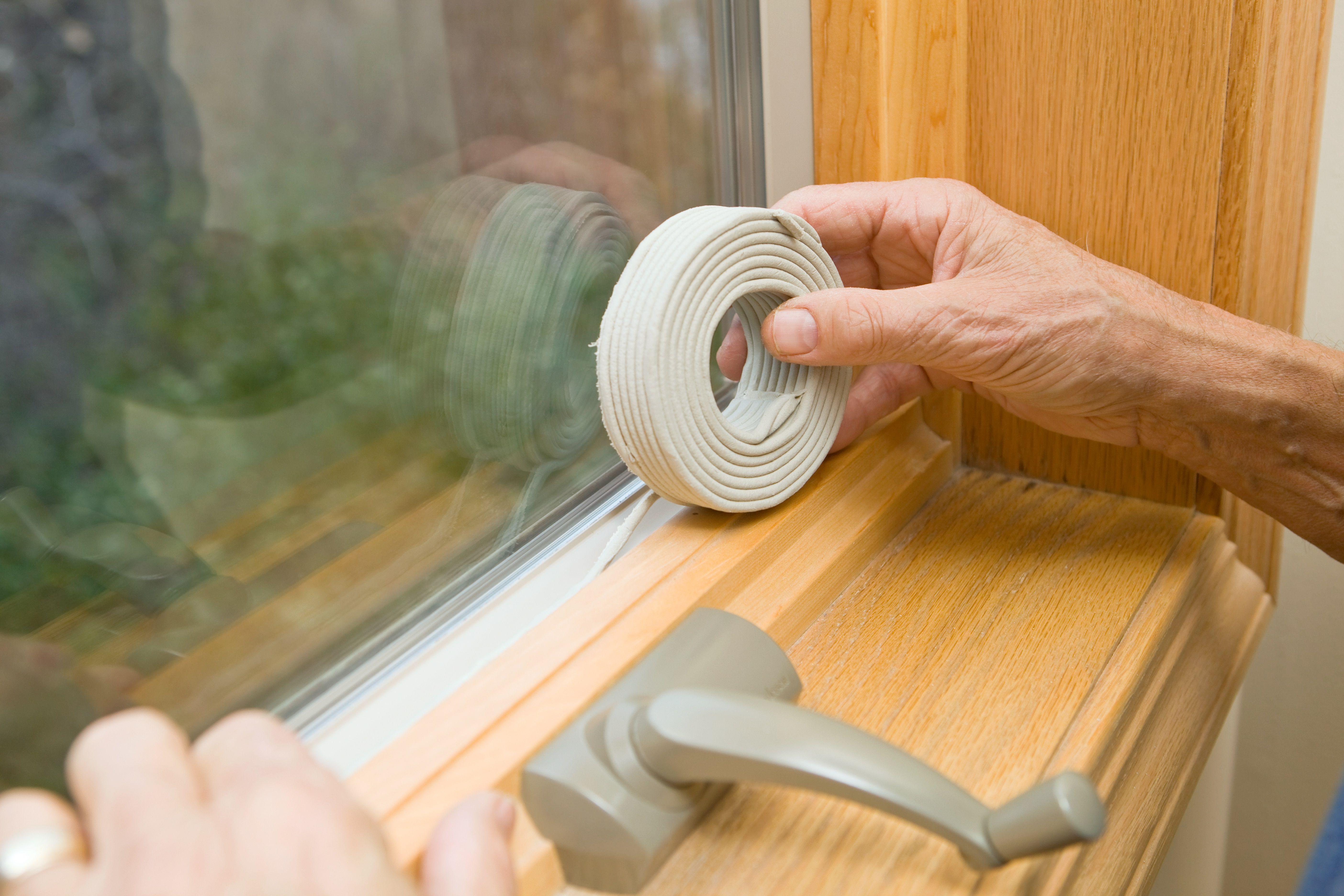 Как уплотнить деревянные окна