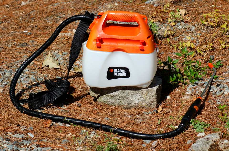 Black & Decker sprayer (image). I gave this product a thumbs-down because it leaked.