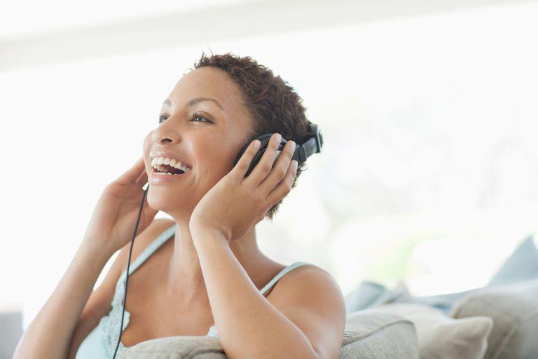 Woman listening to headphons