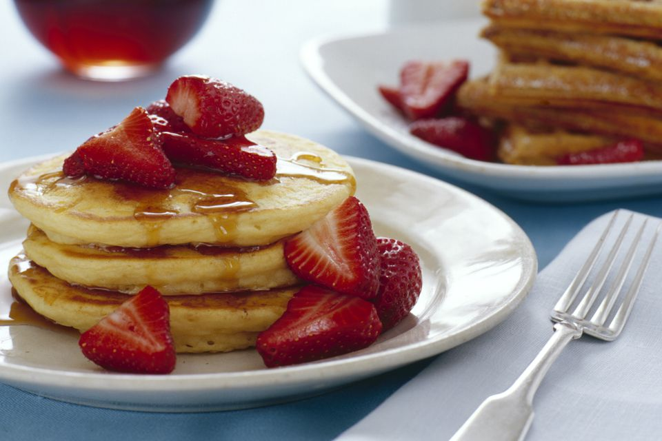 pancakes with macerated strawberries