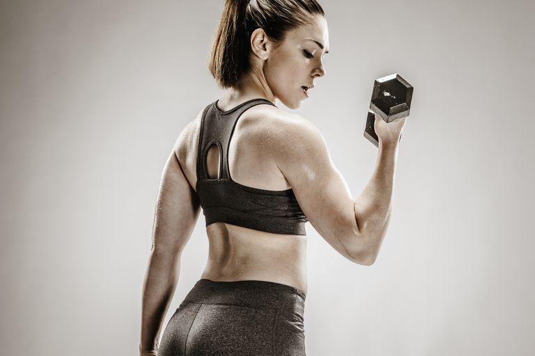 Woman doing biceps curls