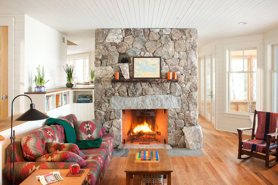 18 stunning stone fireplaces for every style for Field stone fireplace