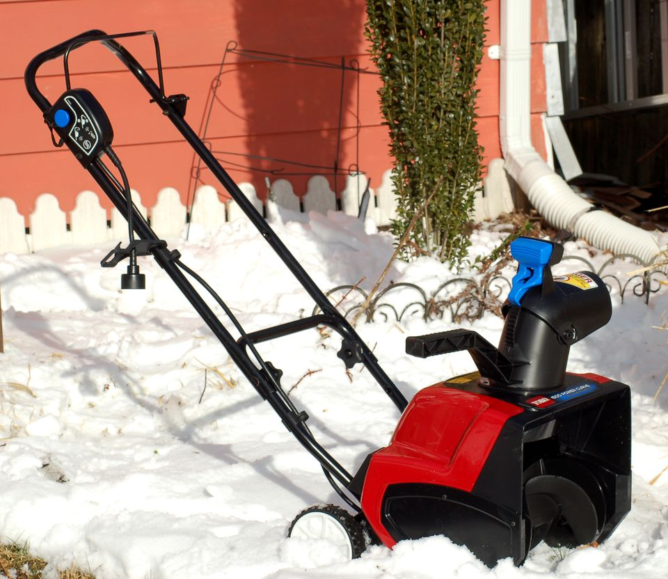 Electric snowblower review toro 1500 power curve picture the toro 1500 power curve electric snowblower is a compact unit sciox Image collections