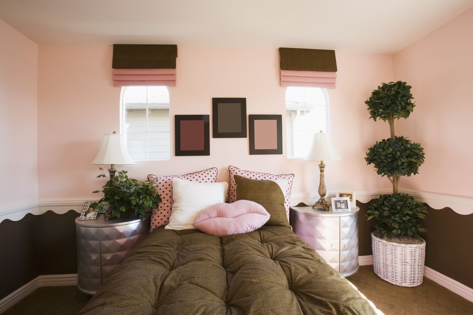 Brown and pink bedroom  Bold Color Schemes for Bedrooms