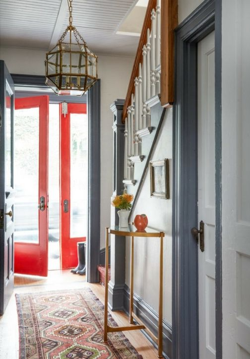 Traditional entryway blue and white red door