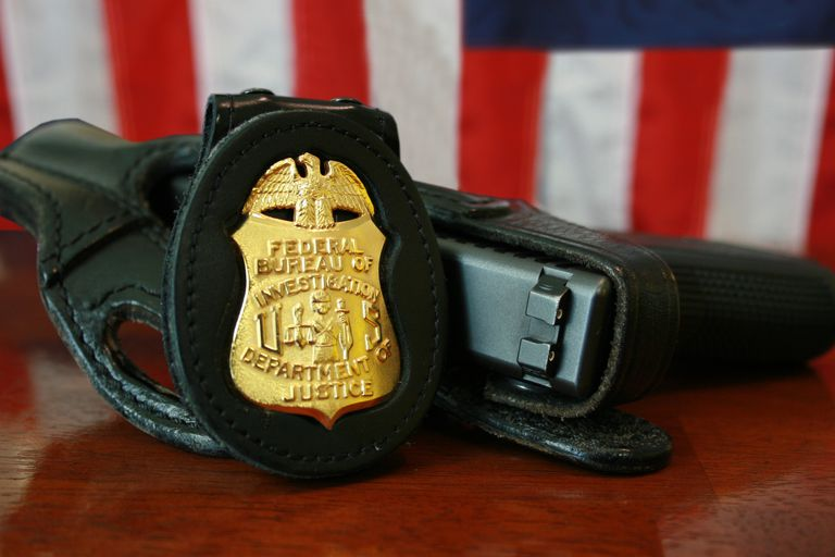 FBI_Badge_-_gun.jpg