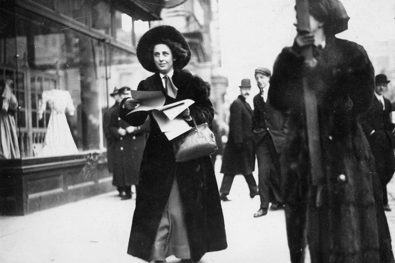 Martha Gruening passing out suffrage literature, 1912