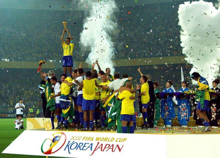Cafu and team mates of Brazil celebrating after the Germany v Brazil, World Cup Final match