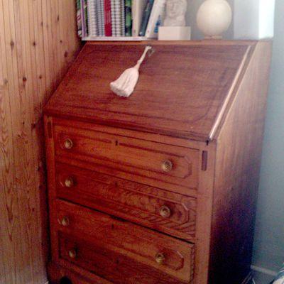 Pintar un mueble en blanco envejecido for Quitar cera de muebles envejecidos
