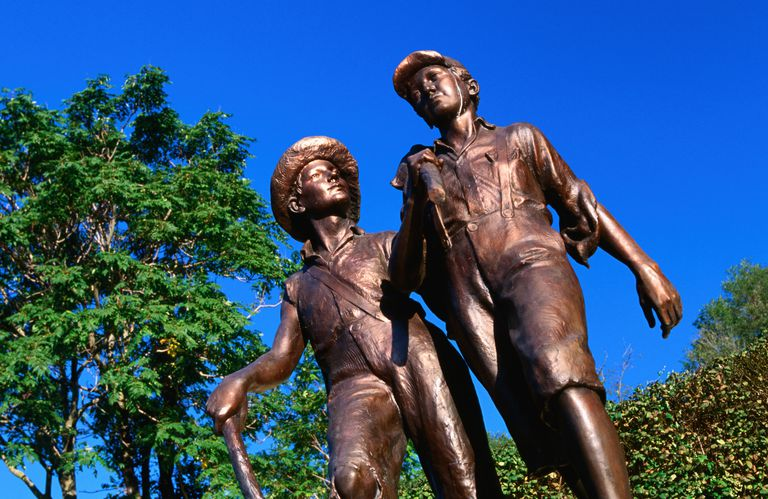 Statues of Tom Sawyer and Huckleberry Finn