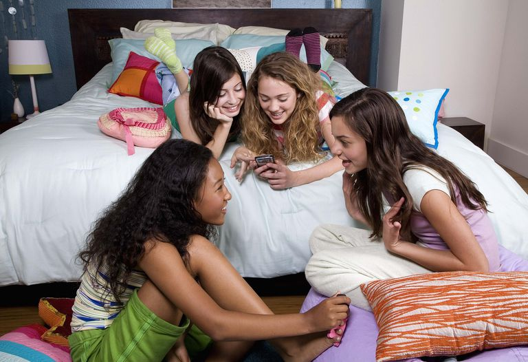 15 Sleepover Games That Are Quick, Easy, And Cheap-2063