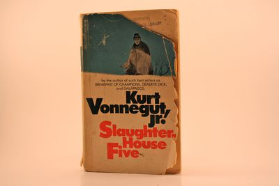 a review of slaughterhouse five a novel by kurt vonnegut After reading (and loving) mother night by kurt vonnegut, i decided to venture further into the realm of vonnegut's literature by perusing his most.