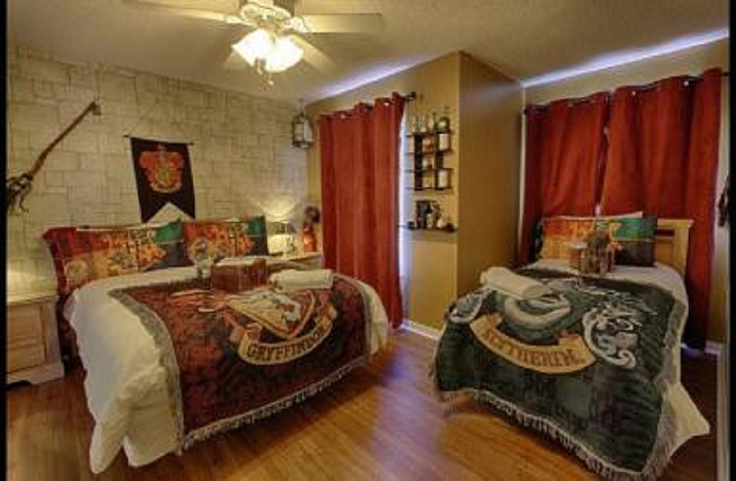 How to create a harry potter themed child 39 s bedroom for Make your dream bedroom