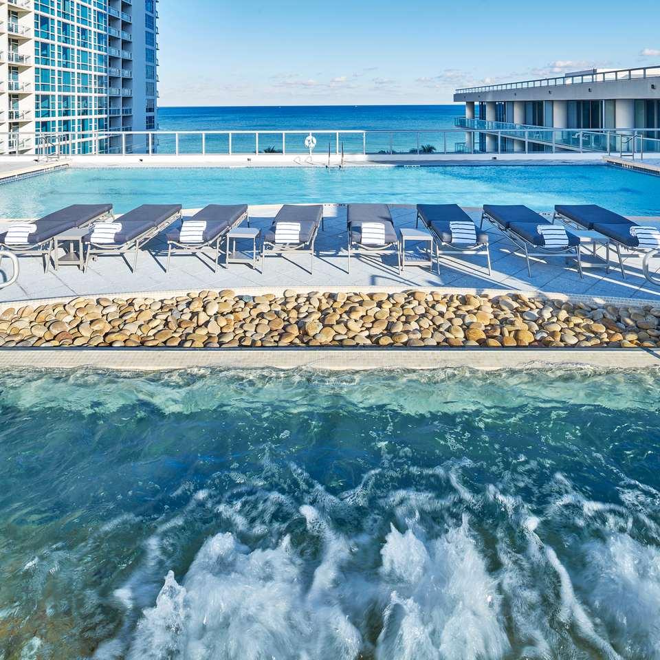 Carillon Miami Wellness Resort's beach and pool