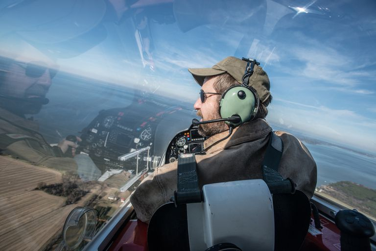 how to become a flight pilot