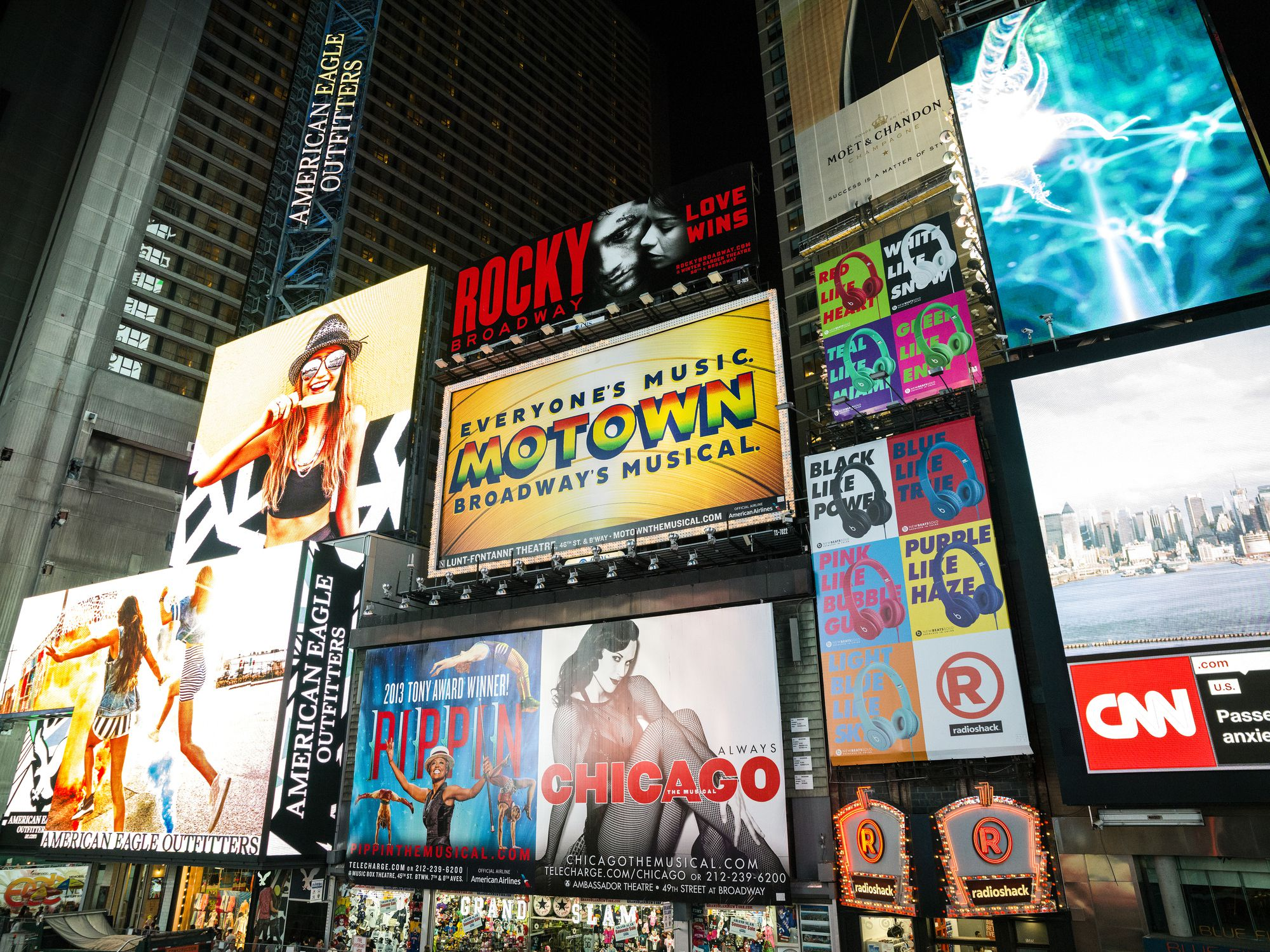 Top things to do in times square for Things to in times square