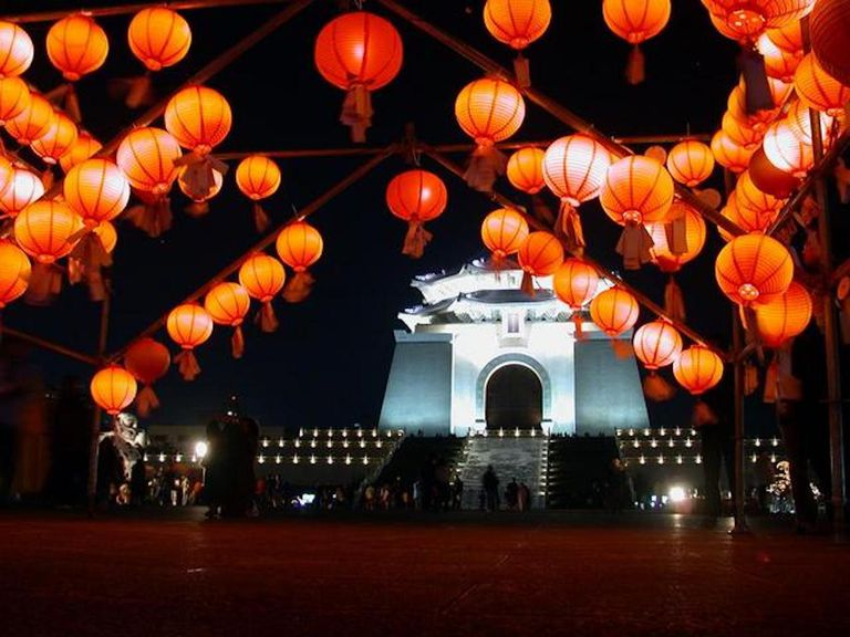 The Chiang Kai-shek Memorial Hall at night during the lantern festival.