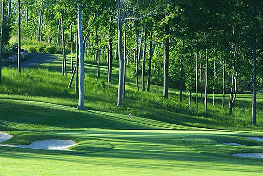 Photograph of the 18th Hole at Ravenswood Golf Club, New York