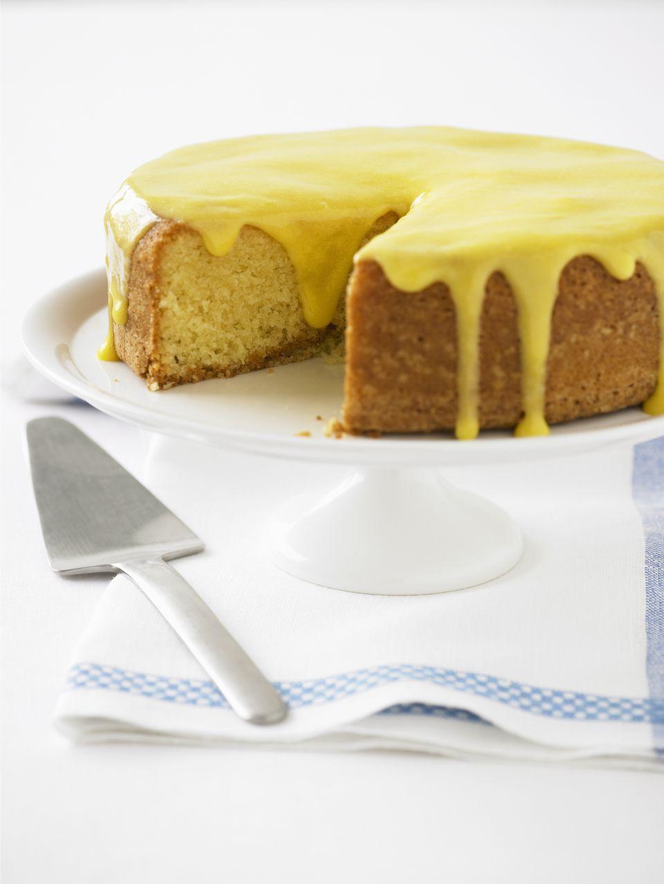 Lemon frosting cake