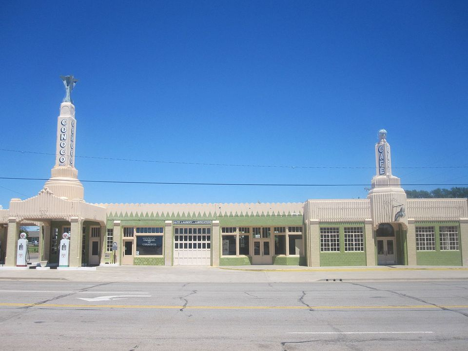The famous CONOCO station in Shamrock, Texas.