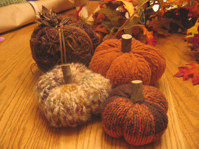 These sweet fall pumpkins are quick and easy to knit.