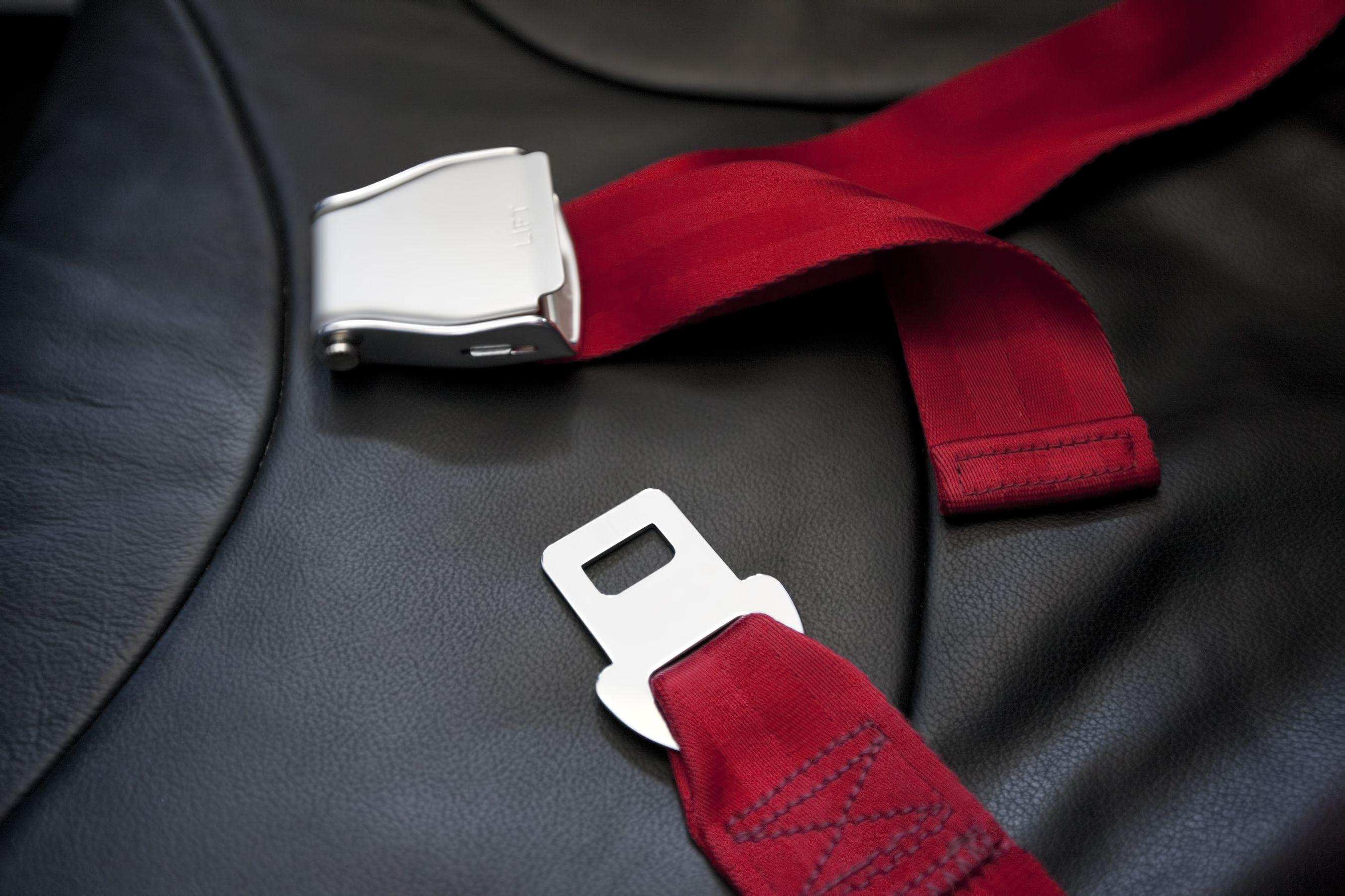 how to open seat belt buckle
