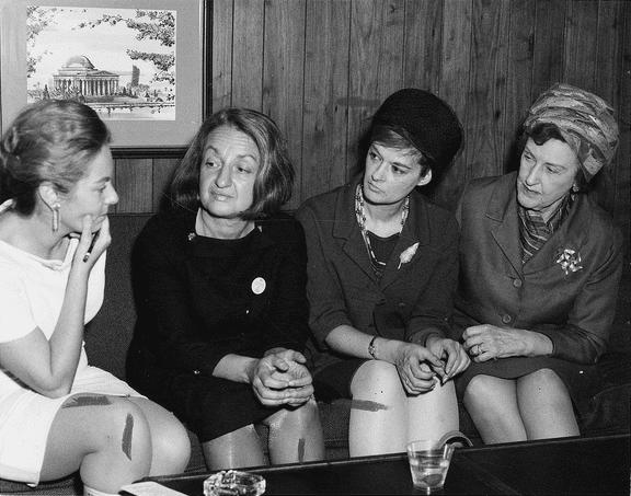 Betty Friedan, representante de la segunda ola, Barbara Ireton y Marguerite Rawalt