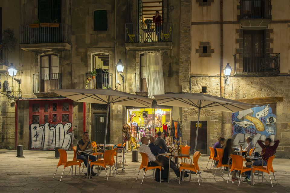 Night view of a Barrio Gotico outdoor cafe with tourists seated, Barcelona, Catalonia, Spain