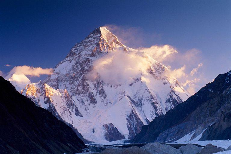 Pakistan, Karakorum range, Concordia and K2 covered in snow