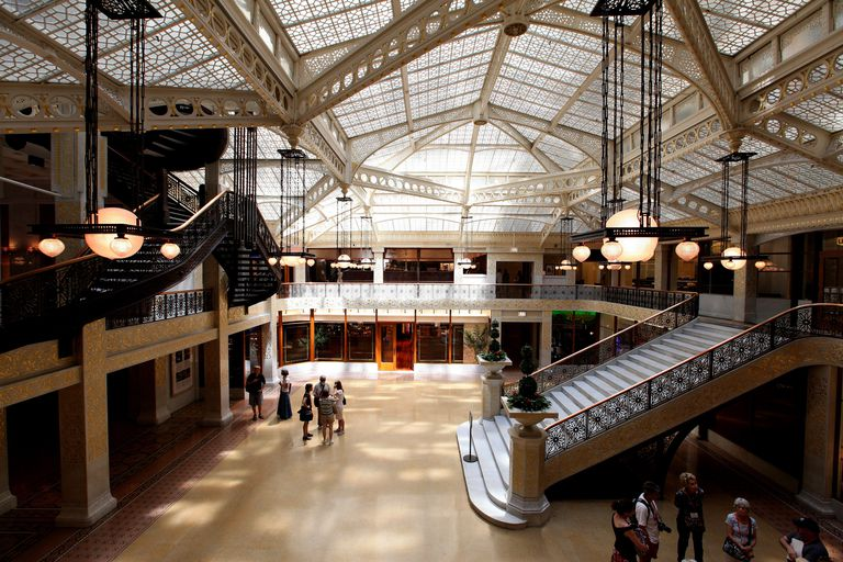The Rookery Building's central light court and lobby, remodeled in 1905 by Frank Lloyd Wright