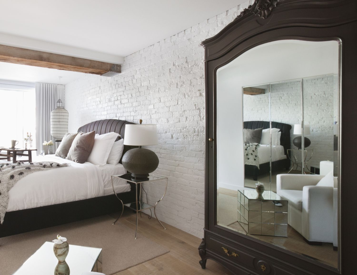 How to Avoid the Bad Bedroom Feng Shui of a Mirror Facing the Bed. 3 Things That Make a Good Feng Shui Bed
