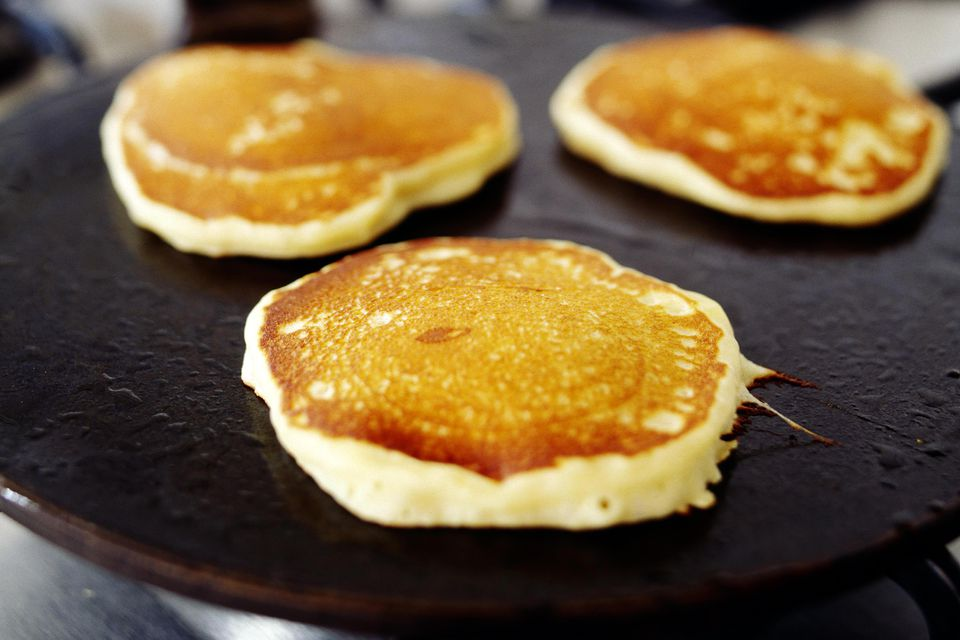 Cooking pancakes on skillet
