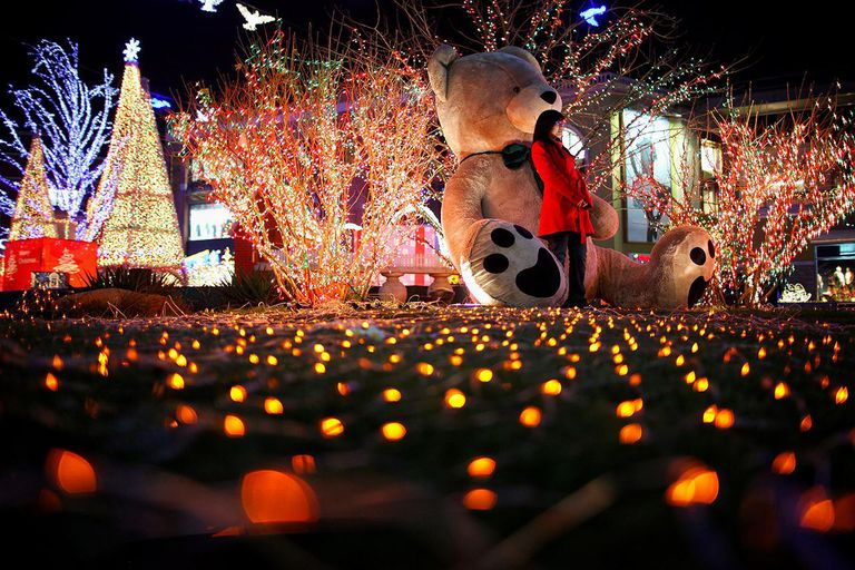 Chinese Prepare For Christmas