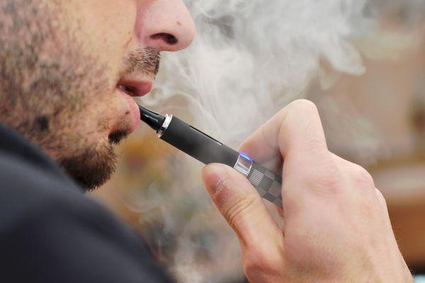 Man using e-cigarette